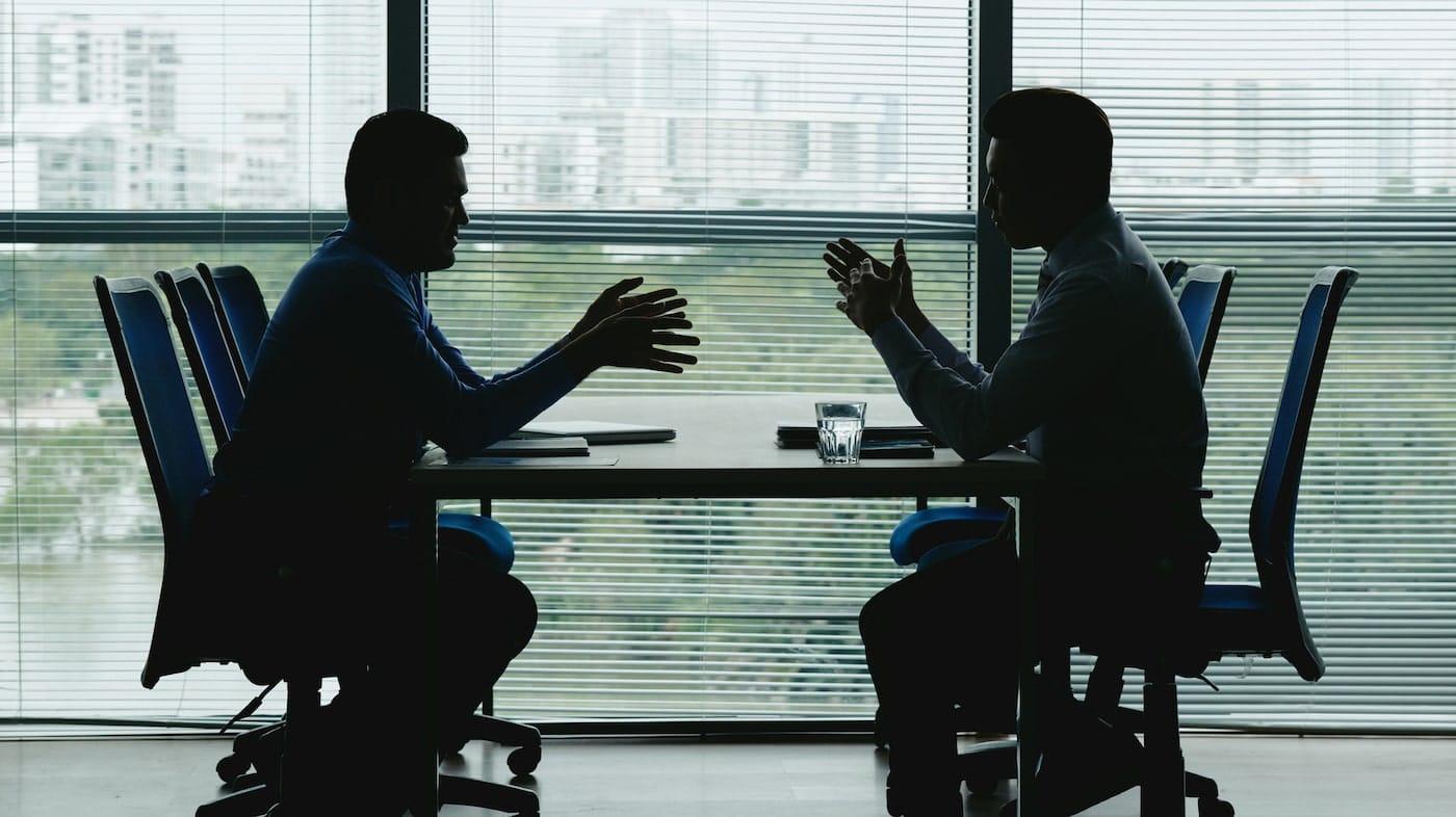 anställd och arbetsgivare i en löneförhandling