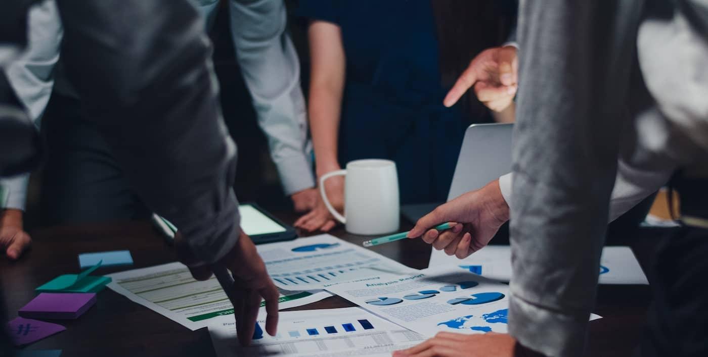 startup team tittar på statistik